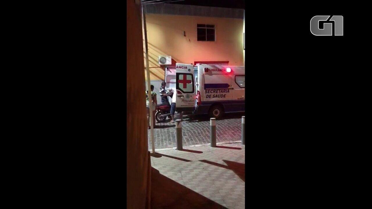 Ambulância de hospital público é usada para transportar moto em Pernambuco