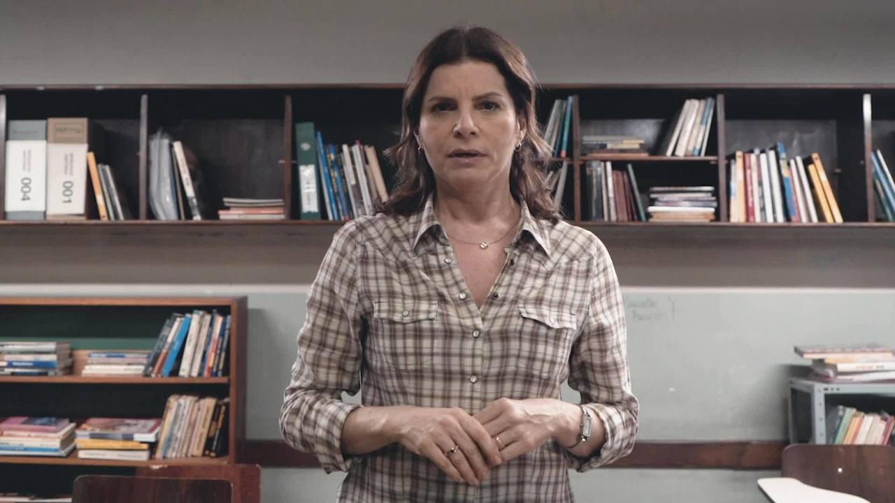 Lúcia comenta conflito de aluna em 'Segunda Chamada'