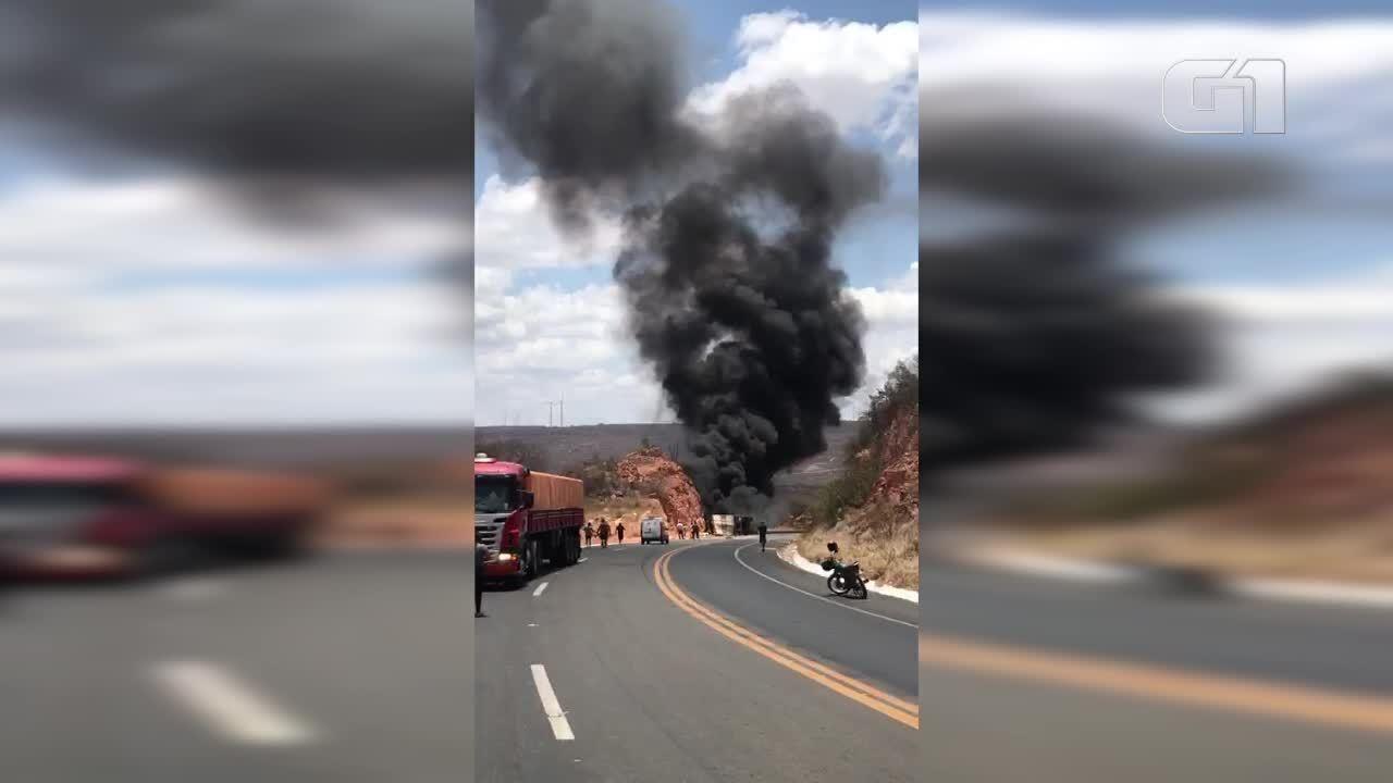 Caminhão pega fogo e motorista morre carbonizado na BR-316, Sul do Piauí
