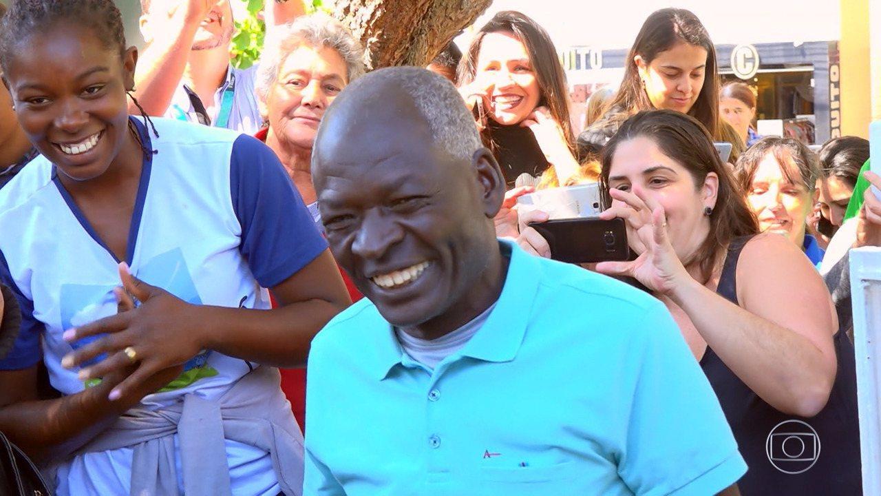 Lar Doce Lar: Pelé se emociona ao ver sua casa reformada