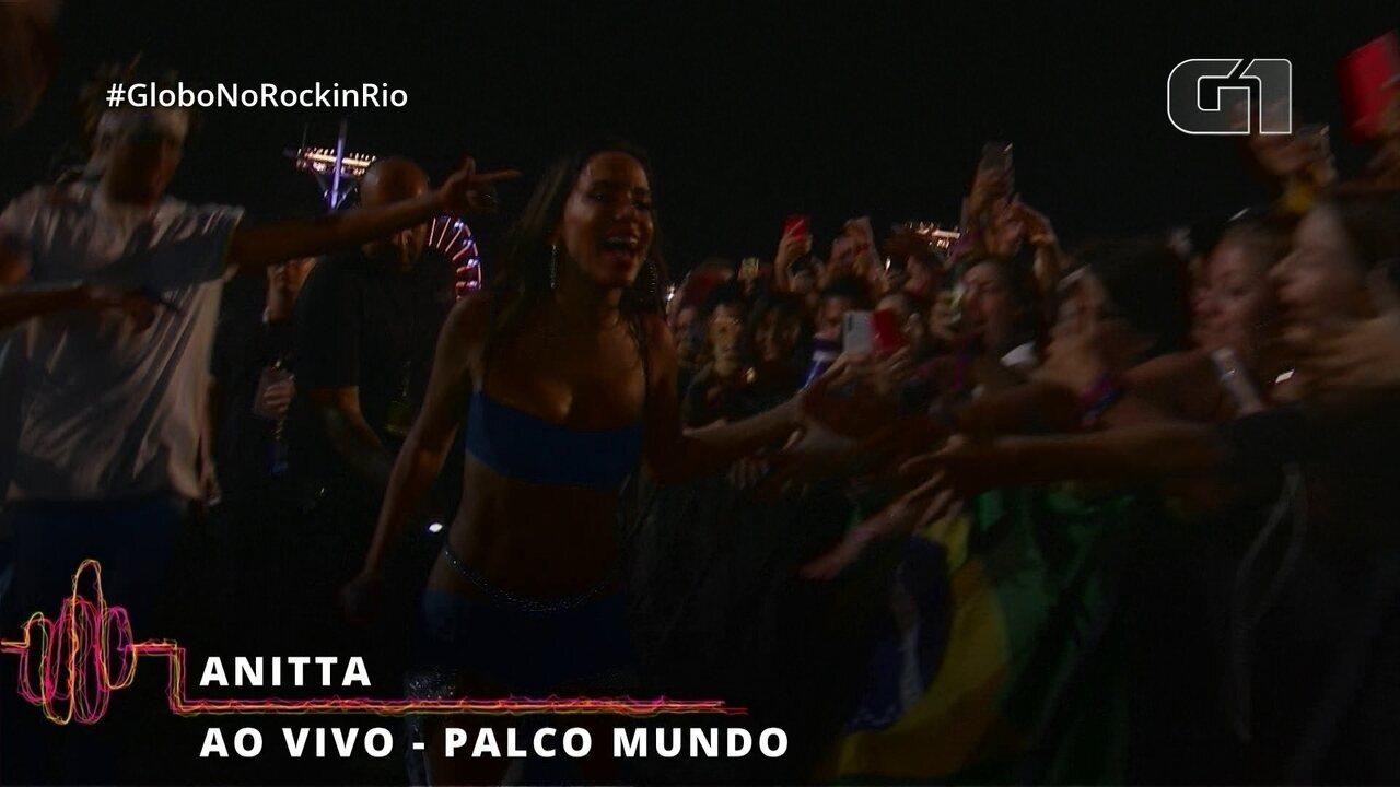 Anitta desce do palco e saúda o público do Rock in Rio
