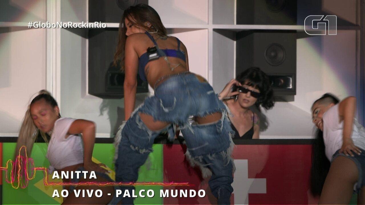 "Anitta agita o Rock in Rio com ""Bola Rebola"""