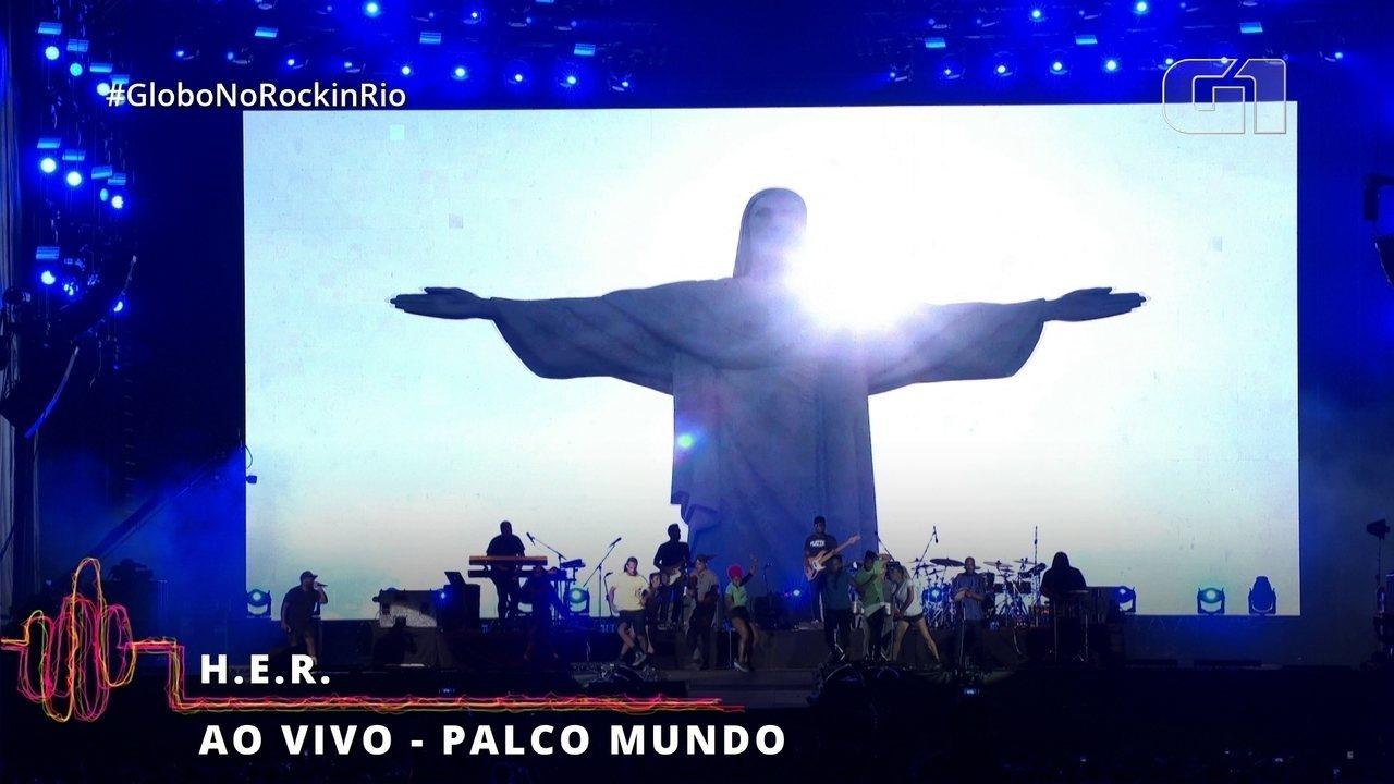H.E.R. e sua banda fazem homenagem ao Brasil no Rock in Rio