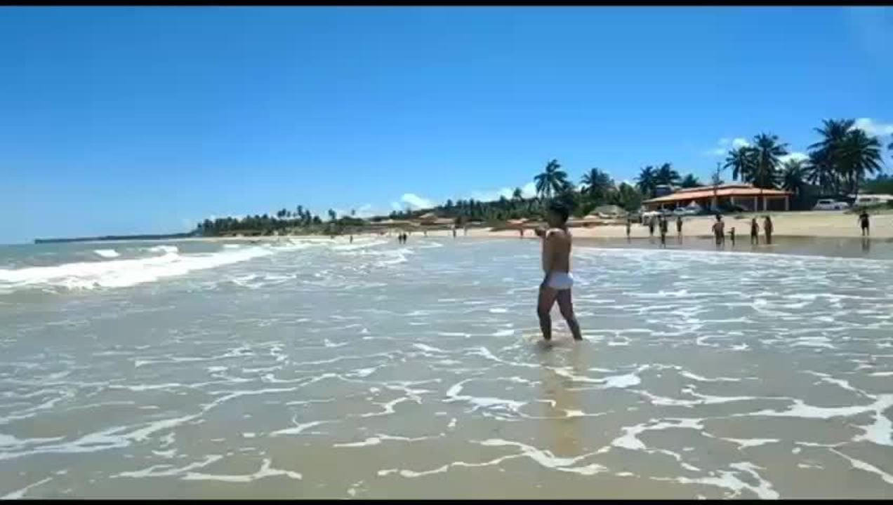 Mancha de óleo aparece na Praia da Lagoa do Pau, em Coruripe