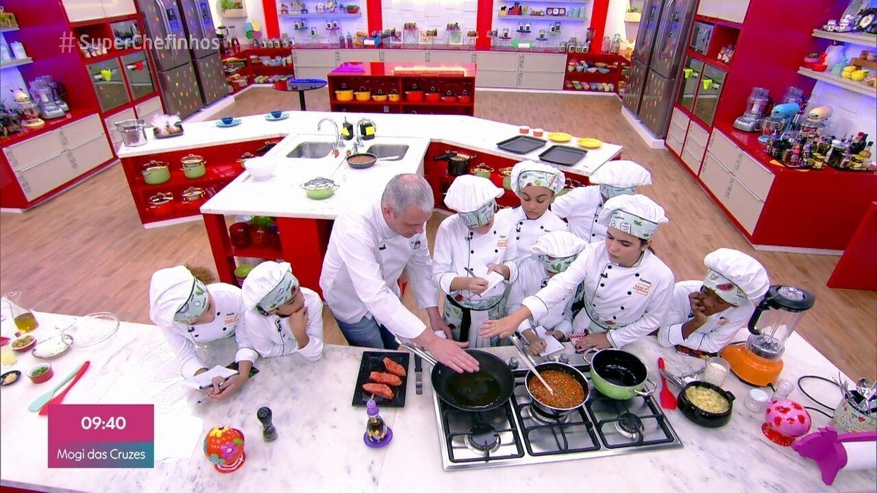 Chef Didier Labbe ensina técnica do papilote para as crianças