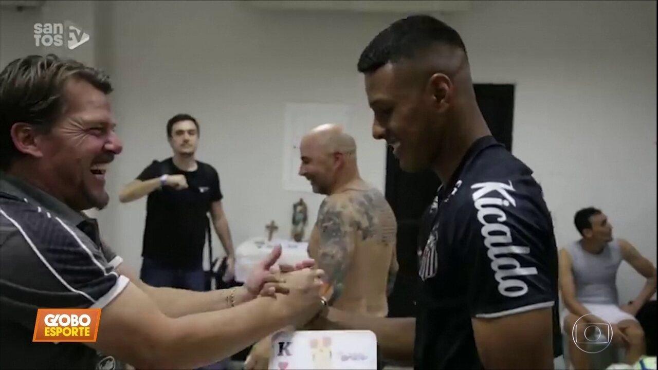 Tailson ganha moral no Santos após boa estreia