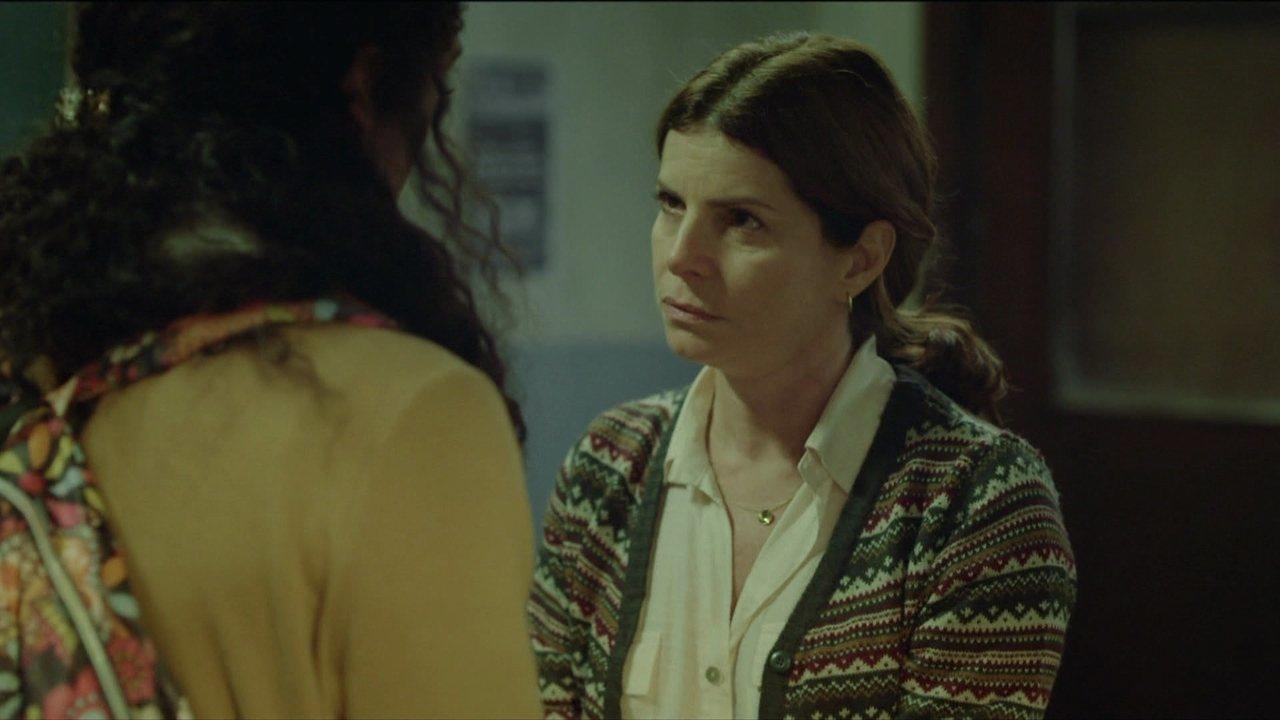 Lúcia convence Natasha a ficar na escola