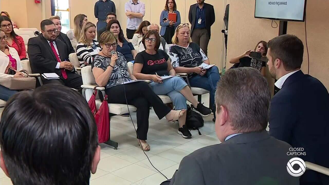 Governador Eduardo Leite tem encontro com servidores para discutir projeto de lei