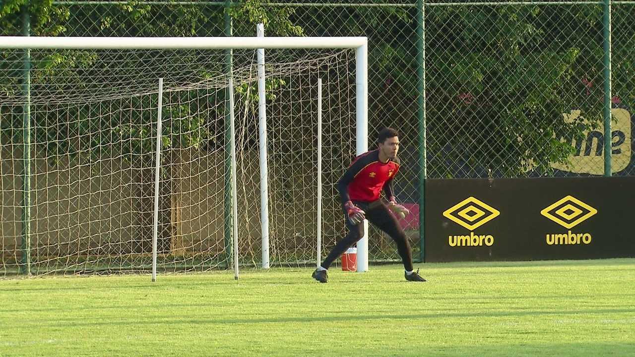 Veja algumas defesas de Felipe no treino do Sport