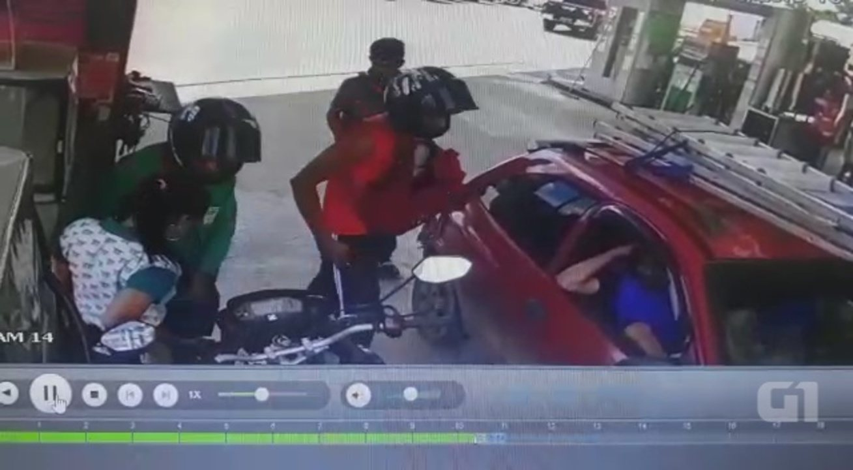 Dupla em motocicleta faz arrastão em posto de combustível de Rio Branco