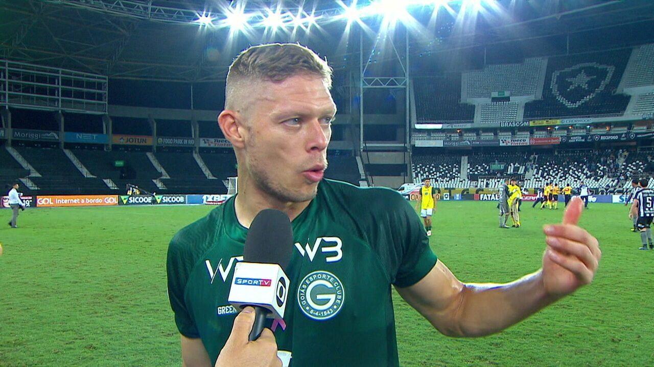 """Marlone: """"Falei para o árbitro, não tive intenção nenhuma de tocar com a mão na bolal"""""""