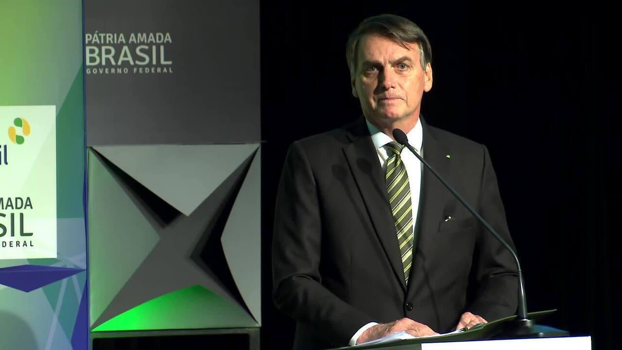 Bolsonaro diz que governo já monitorava manchas de óleo no Nordeste