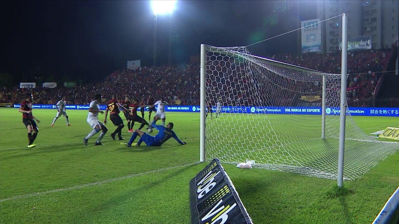 Wilson quase marcou gol pelo São Bento contra o Sport