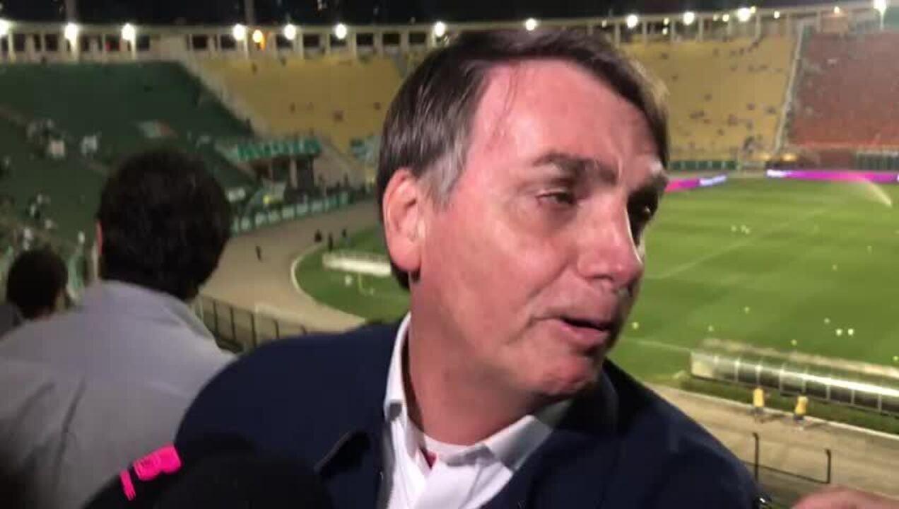 """Presidente Jair Bolsonaro diz: """"Meu contato aqui no Palmeiras é um tal de Felipe Melo"""""""