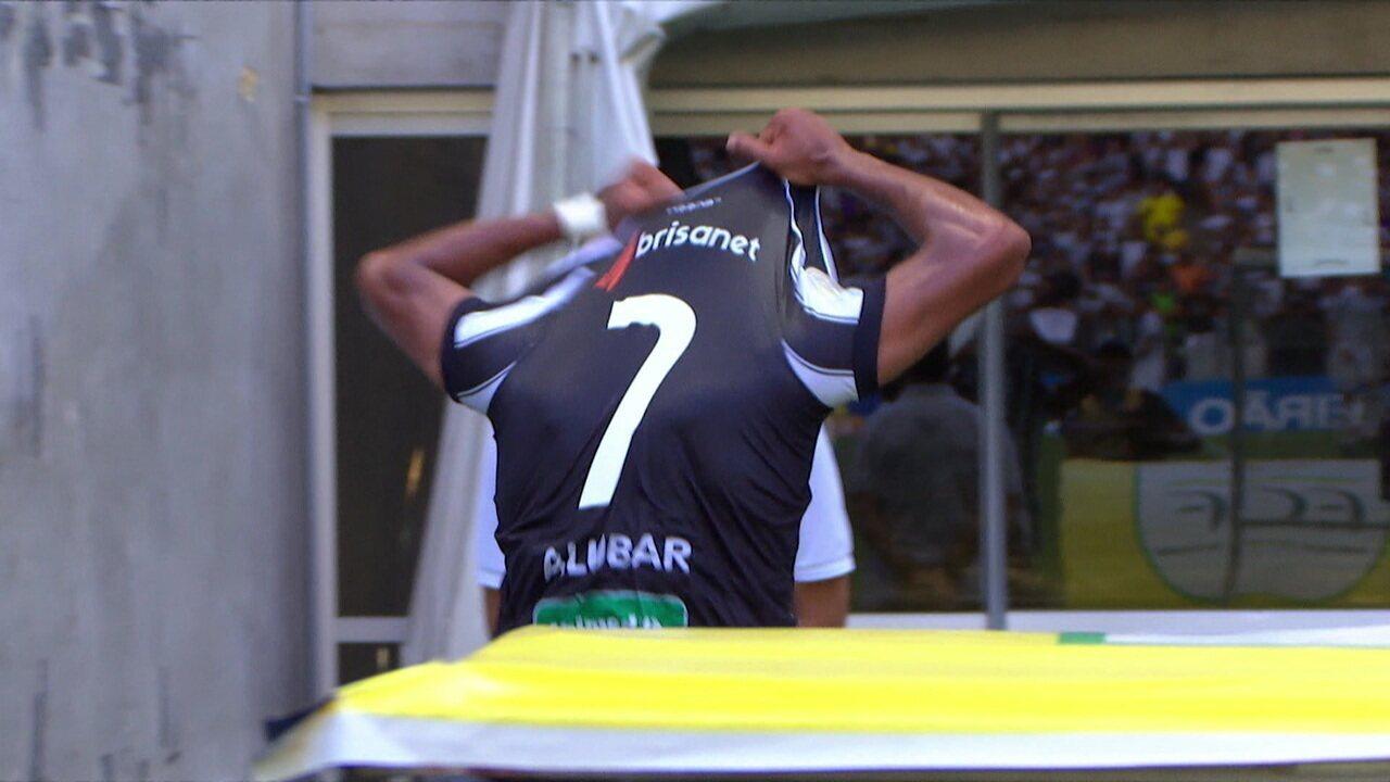 Mateus Gonçalves é substituído e vai direto para o vestiário. 31' do 1ºT.