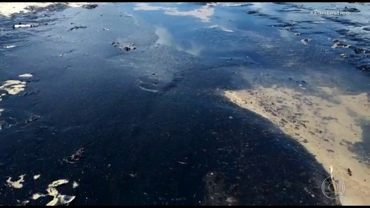 Navio fantasma pode ter causado manchas de óleo que contaminaram praias do Nordeste