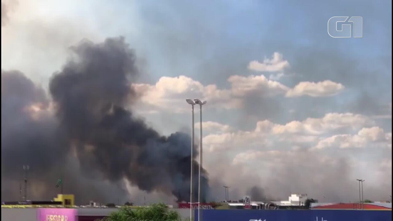 Incêndio florestal na Estrutural, no DF