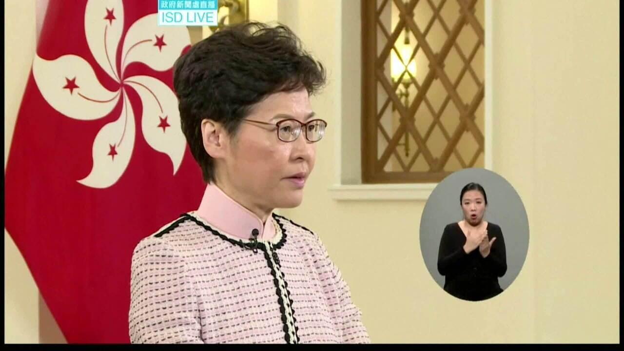 Governadora de Hong Kong tem discurso interrompido por gritos de opositores