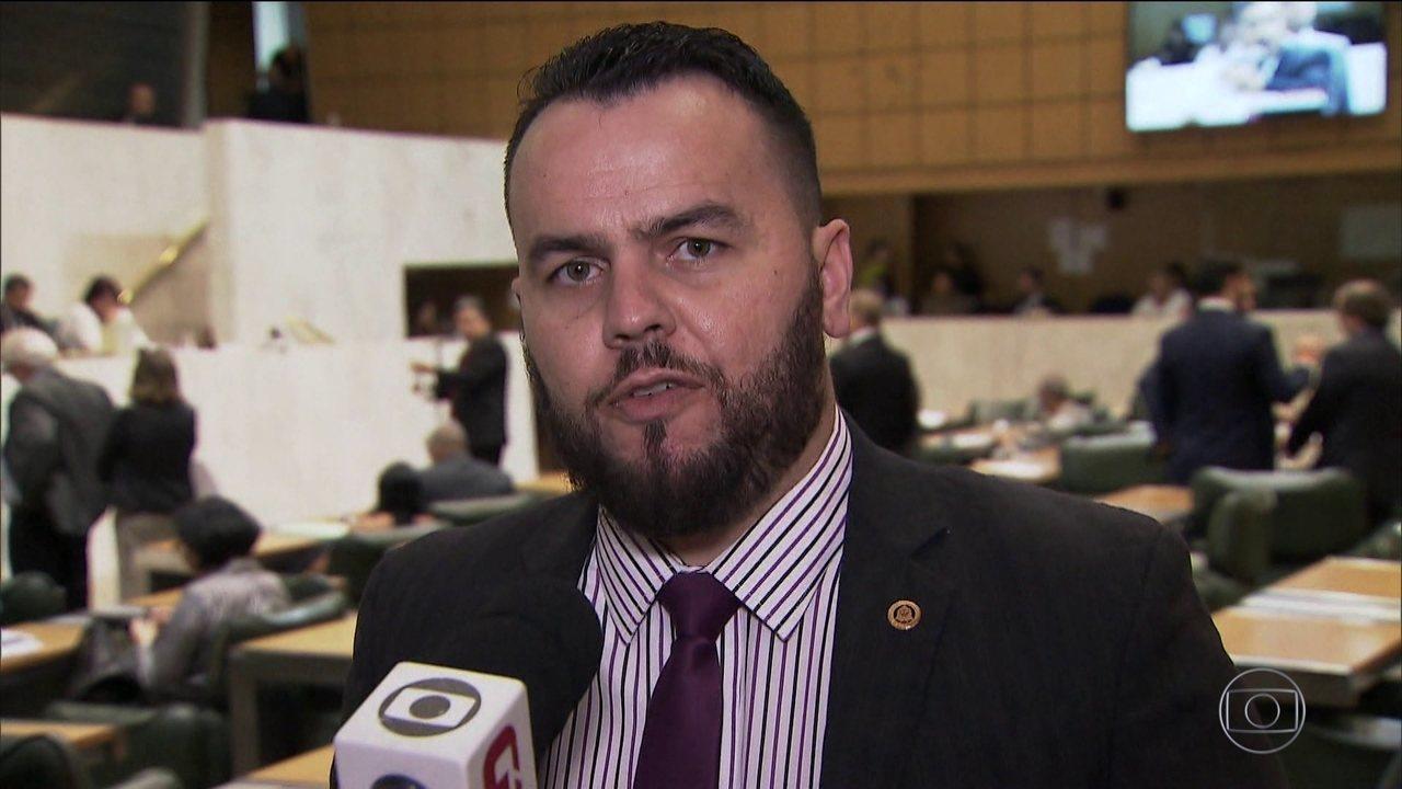 """Ex-assessor denuncia """"rachadinha"""" em gabinete do deputado estadual Gil Diniz, do PSL"""