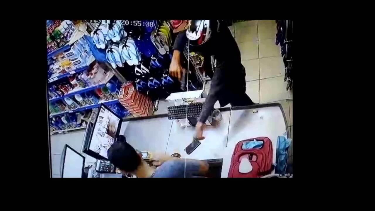 Câmeras flagram assalto a mercado em Rio Pardo de Minas