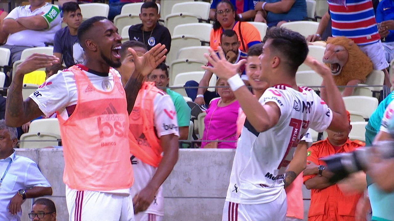 Gol do Flamengo! Vitor Gabriel escora para trás, e Reinier marca, aos 43 do 2º tempo