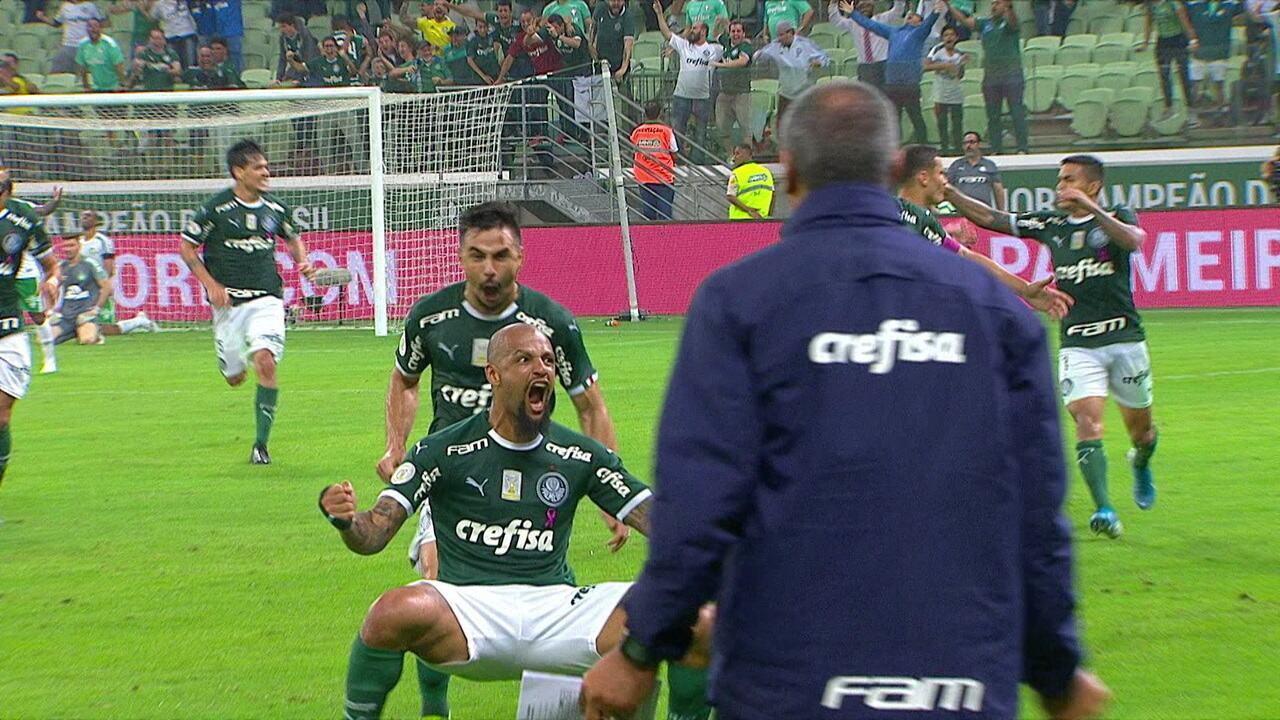 Gol do Palmeiras! Felipe Melo chuta dentro da área e marca, aos 54' do 2º tempo