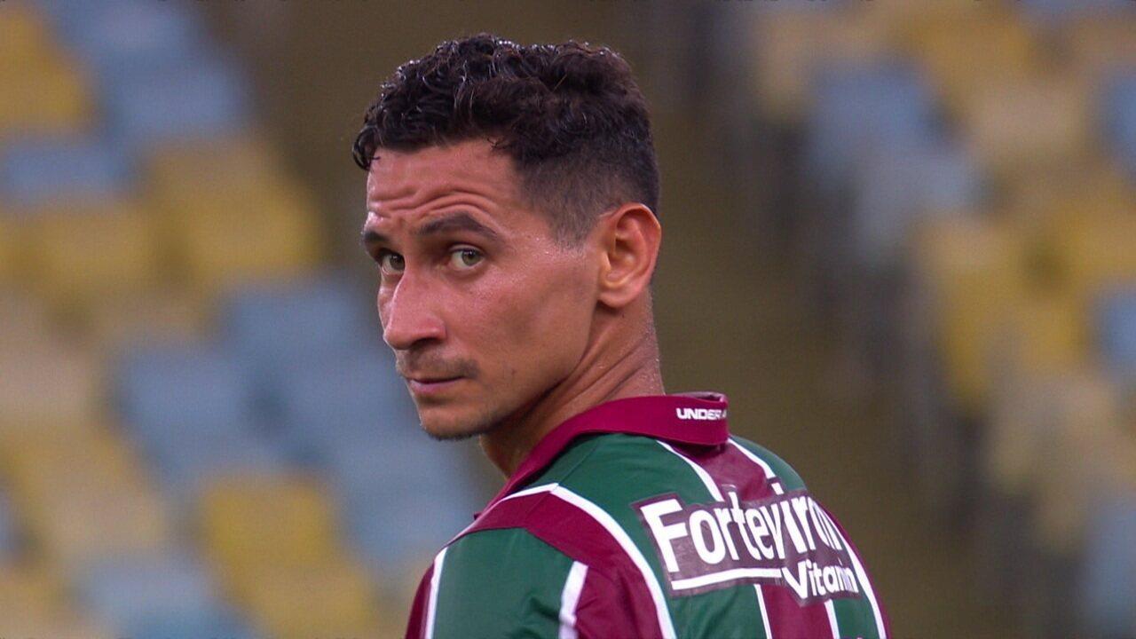 Ganso e João Pedro são vaiados pela torcida do Fluminense, aos 27' do 2º tempo
