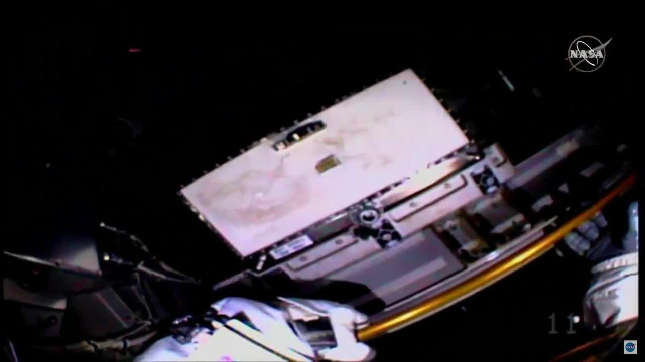 Duas astronautas da Nasa fazem primeira caminhada espacial só de mulheres