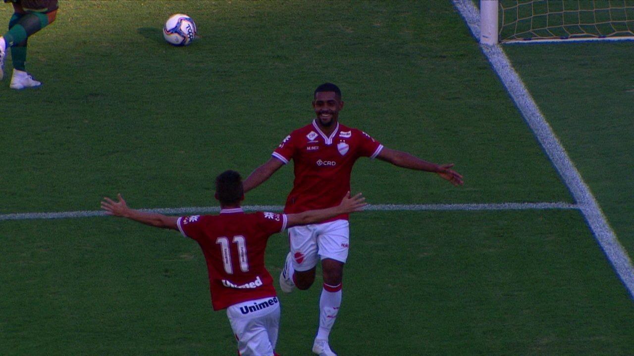 Gol do Vila Nova! Ramon aproveita erro de Vitor Carvalho e aumenta, aos 35' do 1ºT