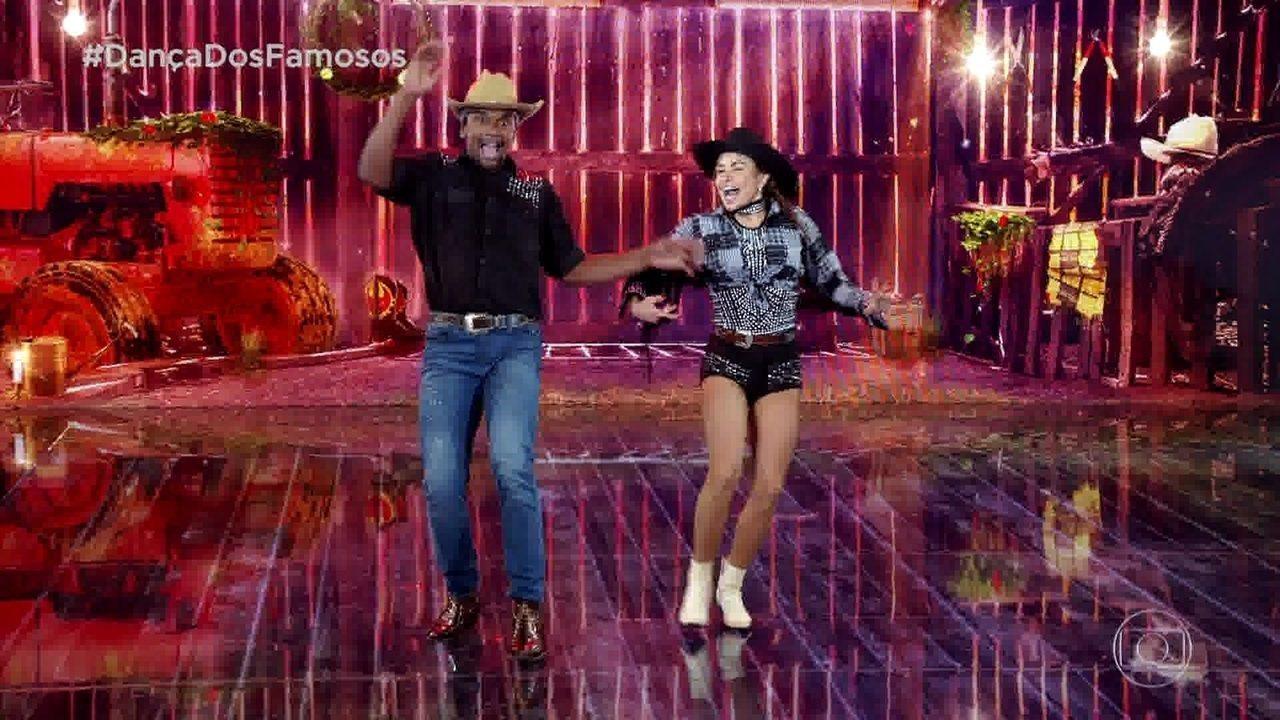 Luiza Tomé levanta a galera dançando baladão sertanejo