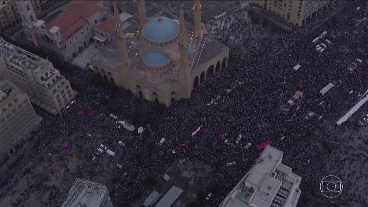 Após protestos, governo cede, mas população segue nas ruas do Líbano