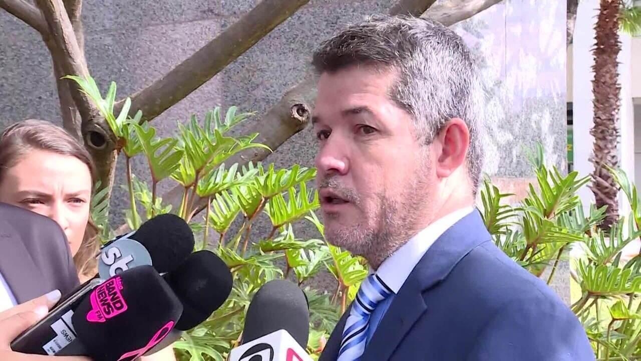 Cúpula do PSL estuda suspensão de deputados aliados da família Bolsonaro