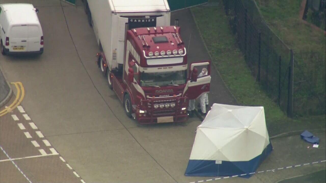 Polícia encontra caminhão com 39 corpos no Reino Unido