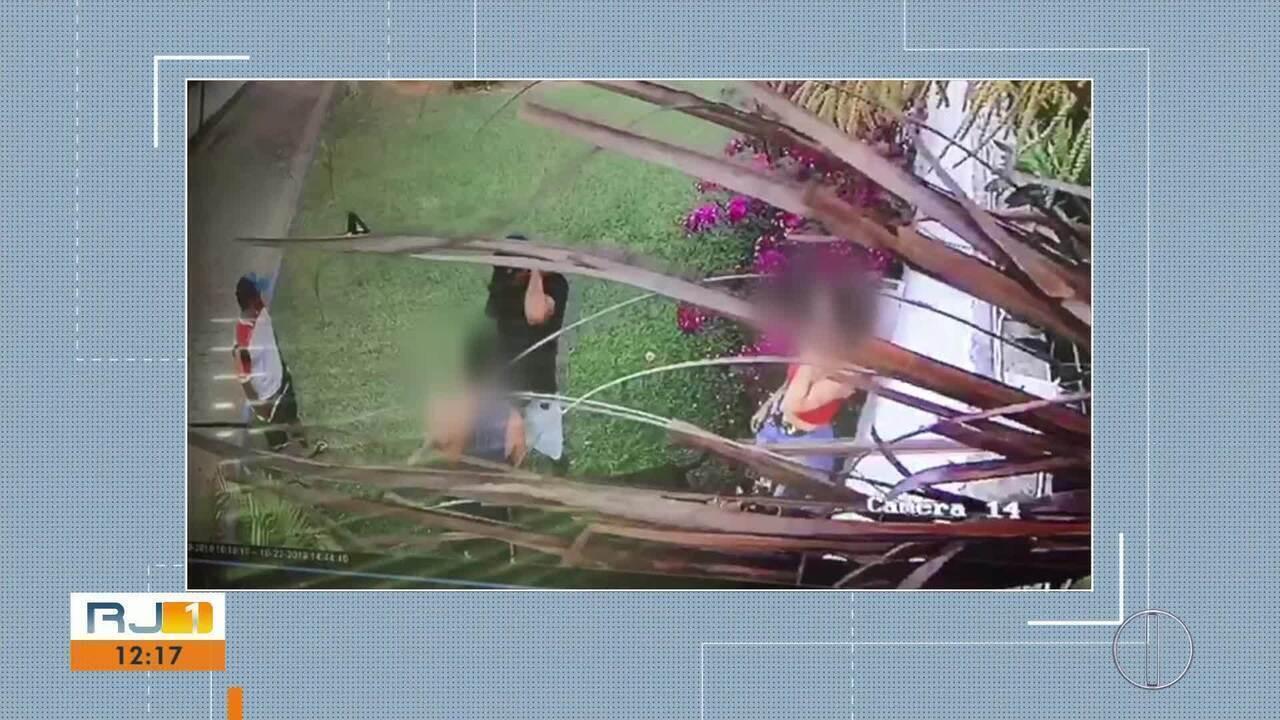 Vídeo mostra turistas sendo assaltados em Búzios, no RJ