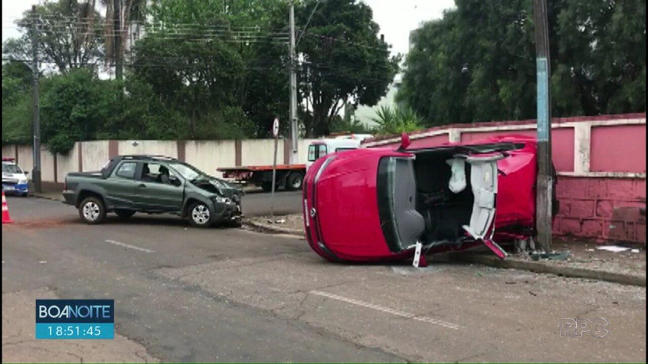 Carro invade preferencial e causa acidente em Guarapuava