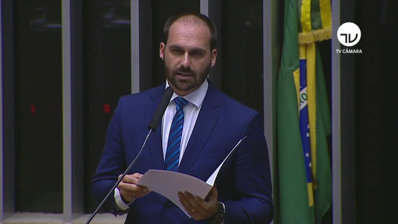 Eduardo Bolsonaro desiste de embaixada nos EUA, e decisão repercute no Congresso