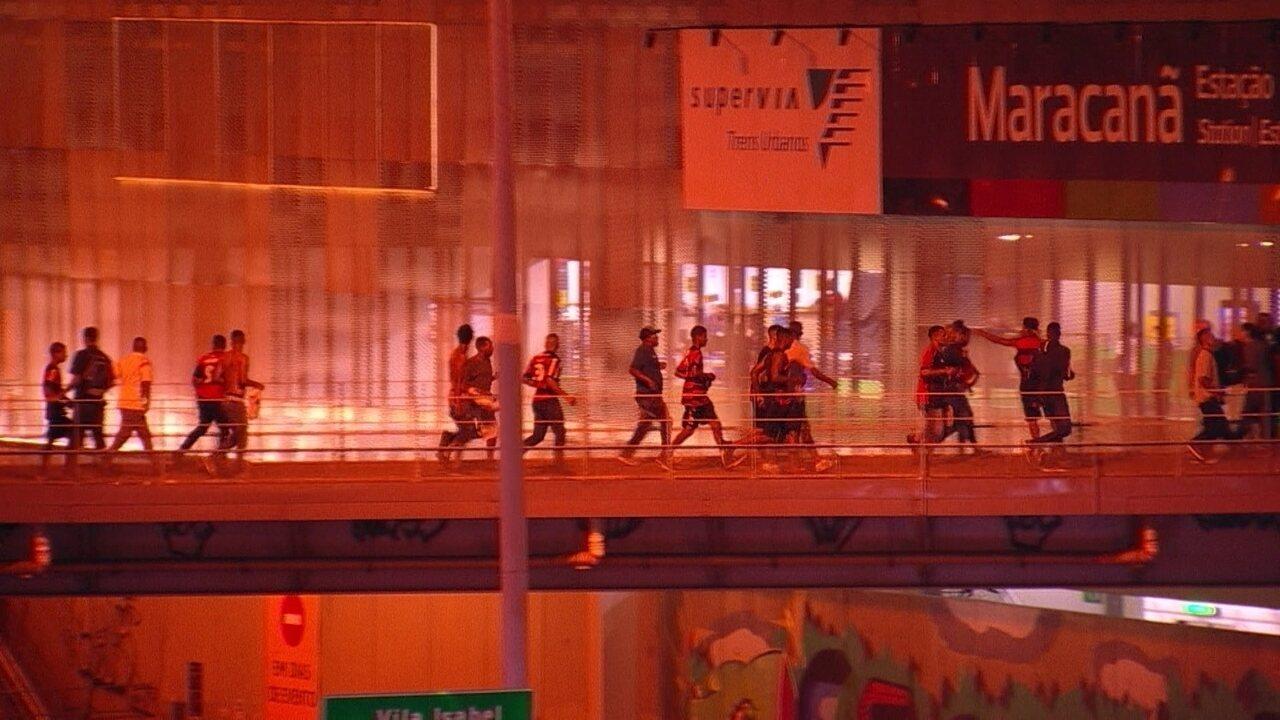 Imagens mostram tumulto na passarela que dá acesso ao Maracanã