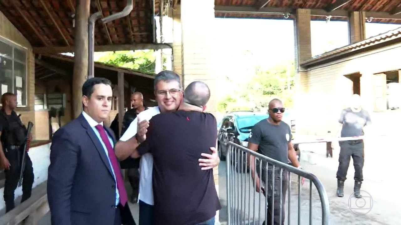 Quatro dos cinco deputados estaduais deixam a cadeia por decisão da Alerj