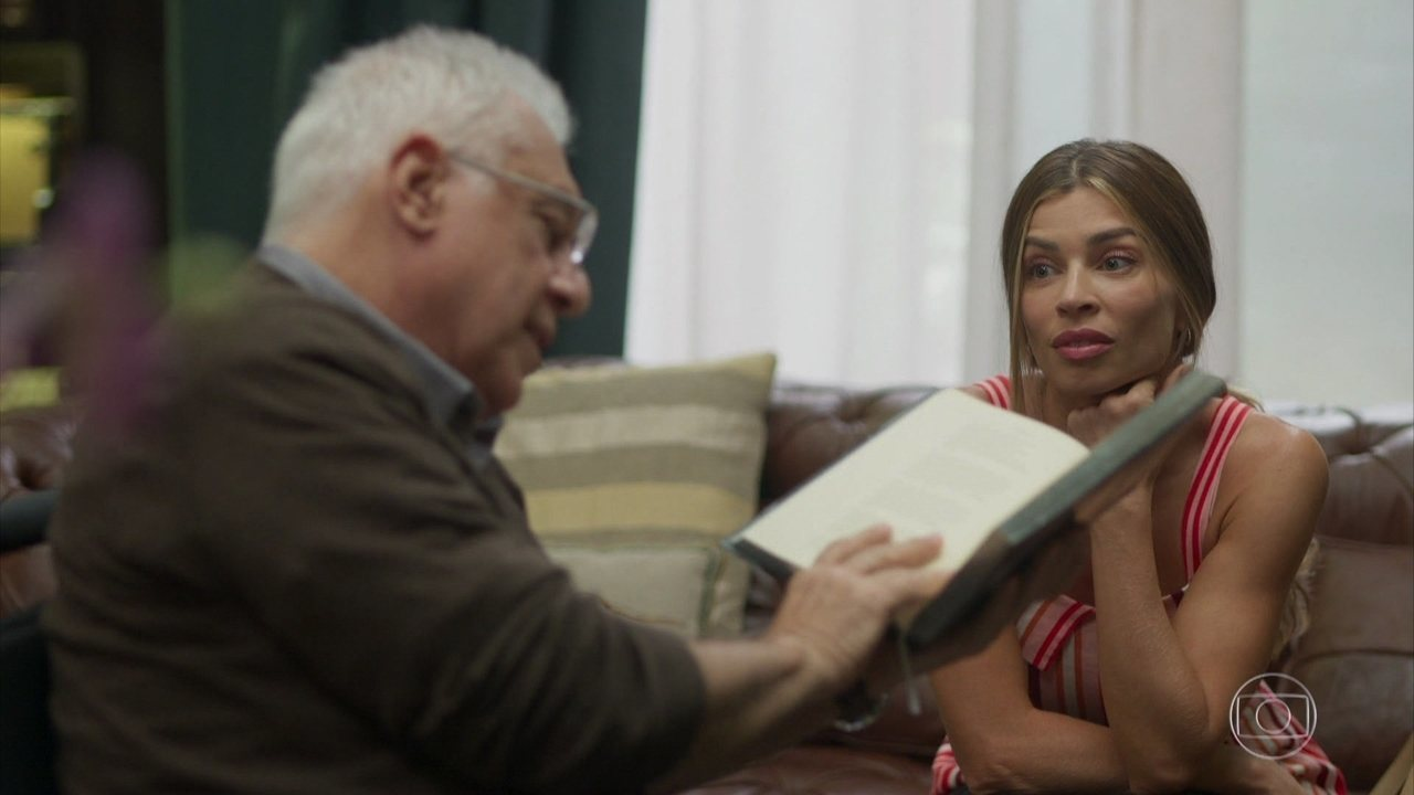 Alberto lê trecho de livro de Goethe para Paloma