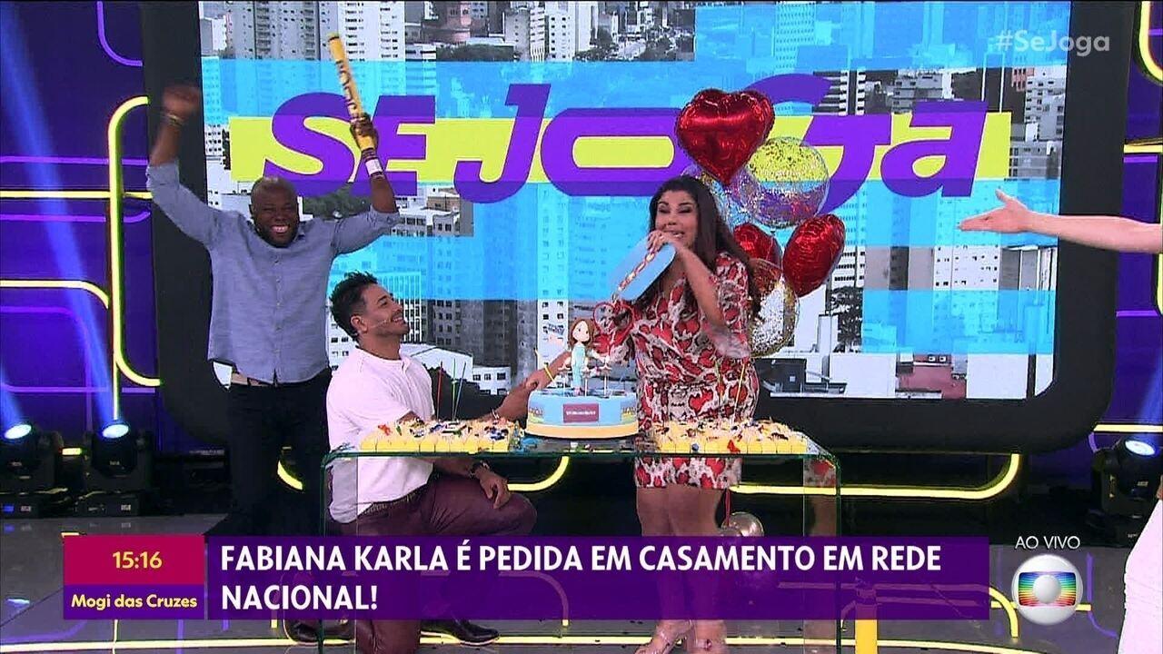 Fabiana Karla é pedida em casamento ao vivo