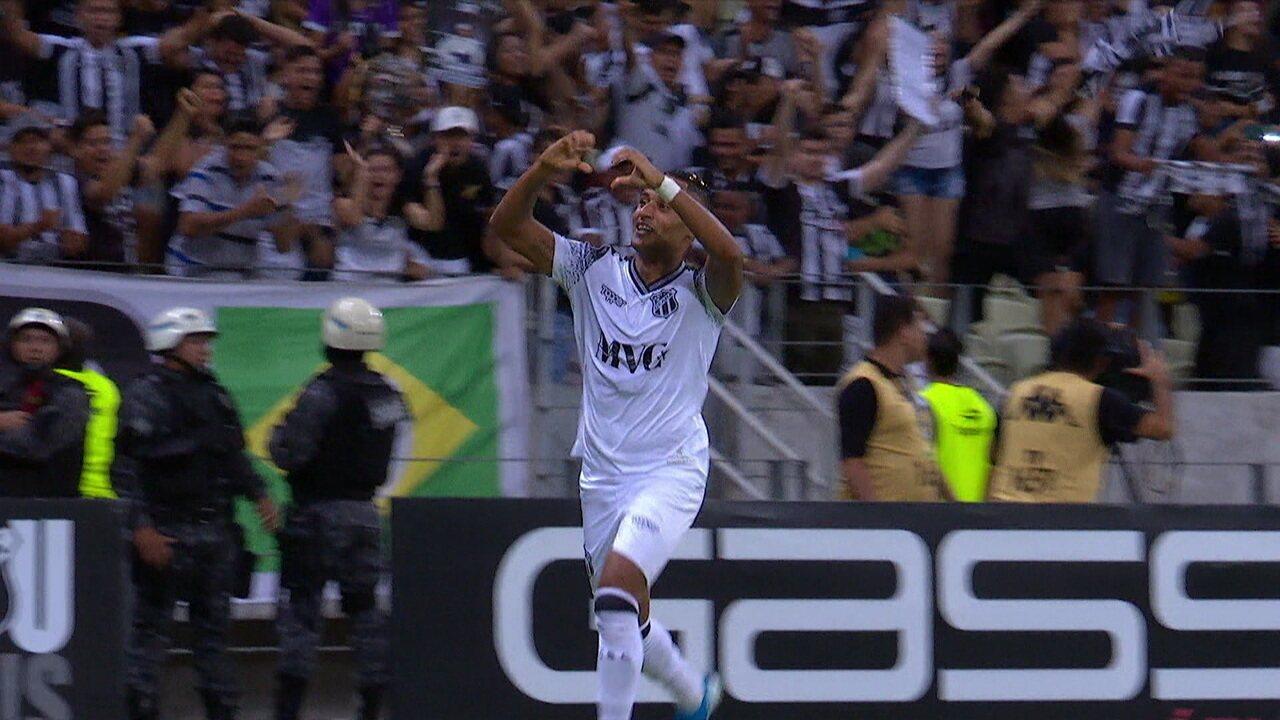 Gol do Ceará! Mateus Gonçalves manda no cantinho, aos 46' do 2º tempo