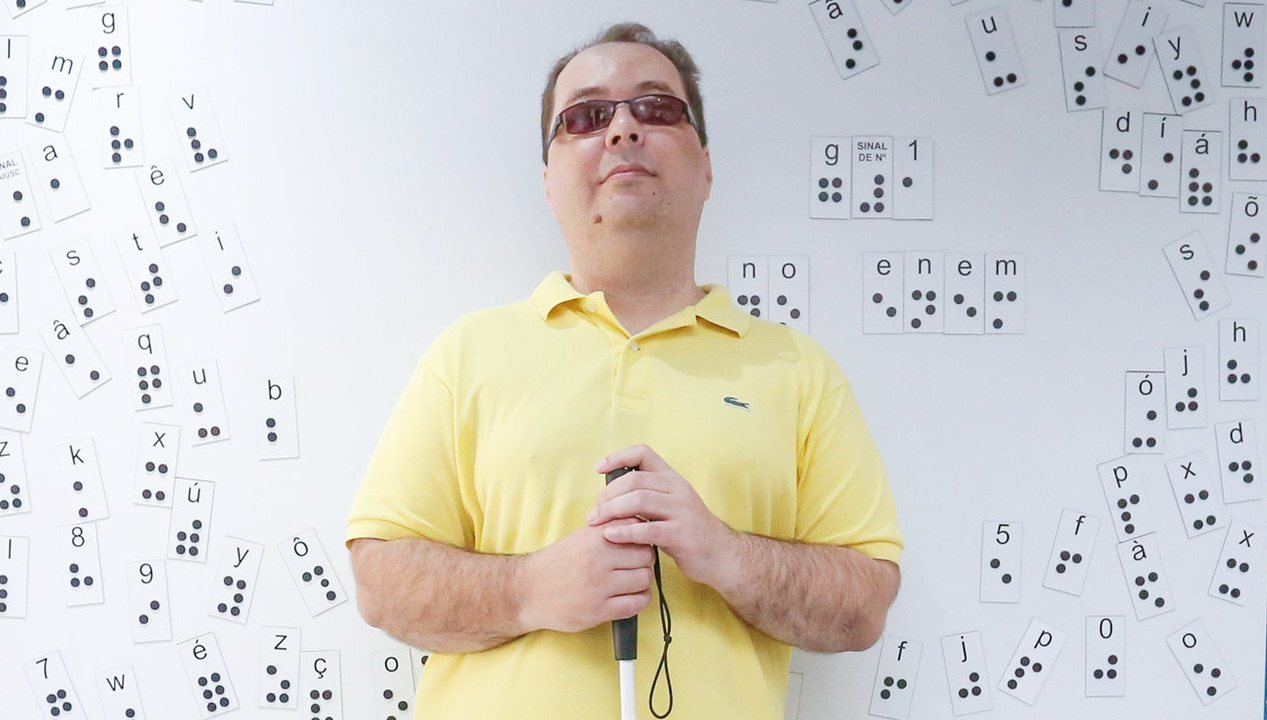 Oito anos após perder a visão, professor de matemática presta Enem e deseja cursar direito