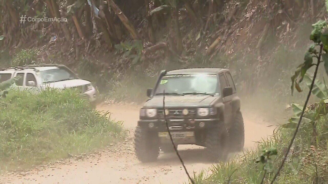 Grupo se aventura em passeio de 4x4 de Santos a Ilha Comprida