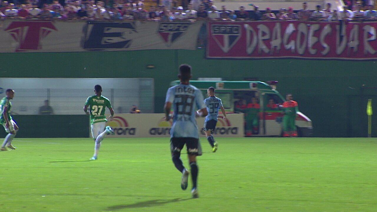 Os gols de Chapecoense 0 x 3 São Paulo pela 30º rodada do Brasileirão