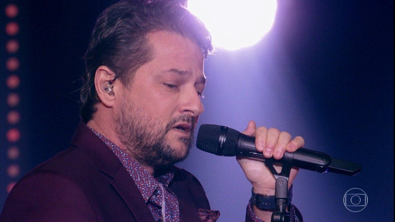 Marcelo Serrado canta 'Garçom'