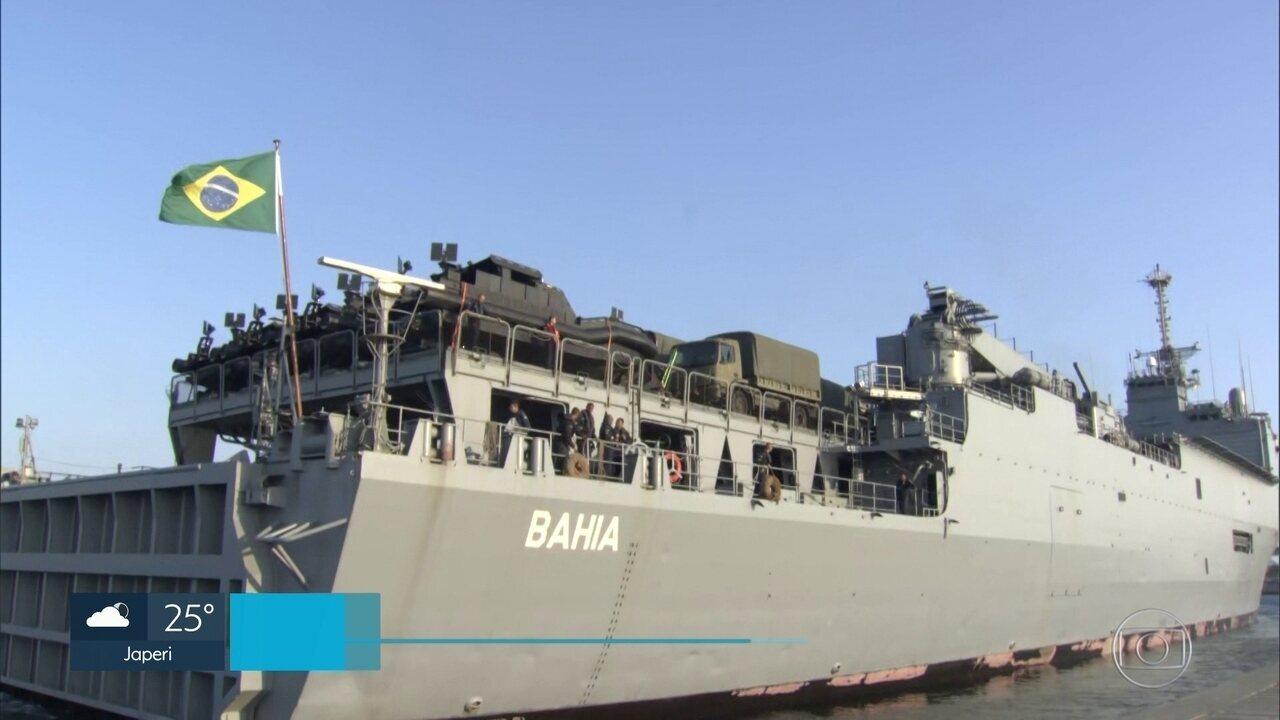 Navios saem do Rio para auxiliar na limpeza das praias do Nordeste