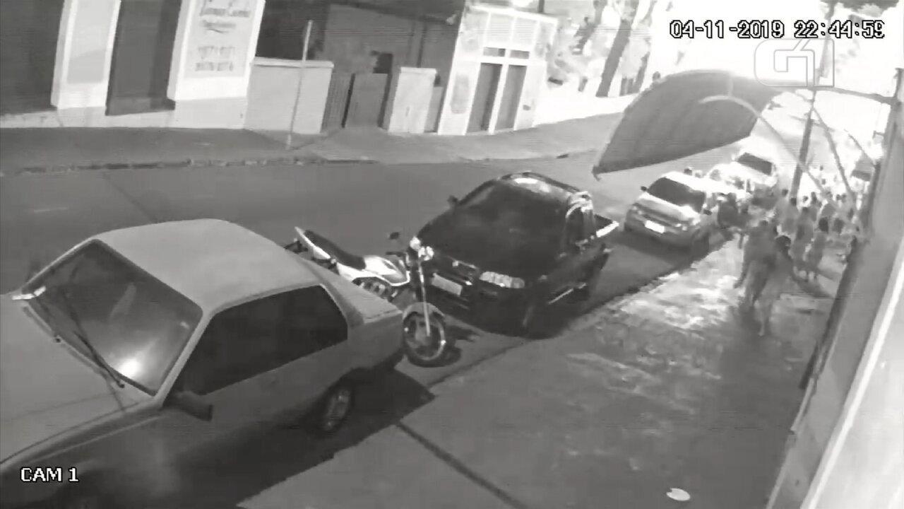 Câmera flagra momento da explosão e pessoas correndo em Santa Cruz do Rio Pardo