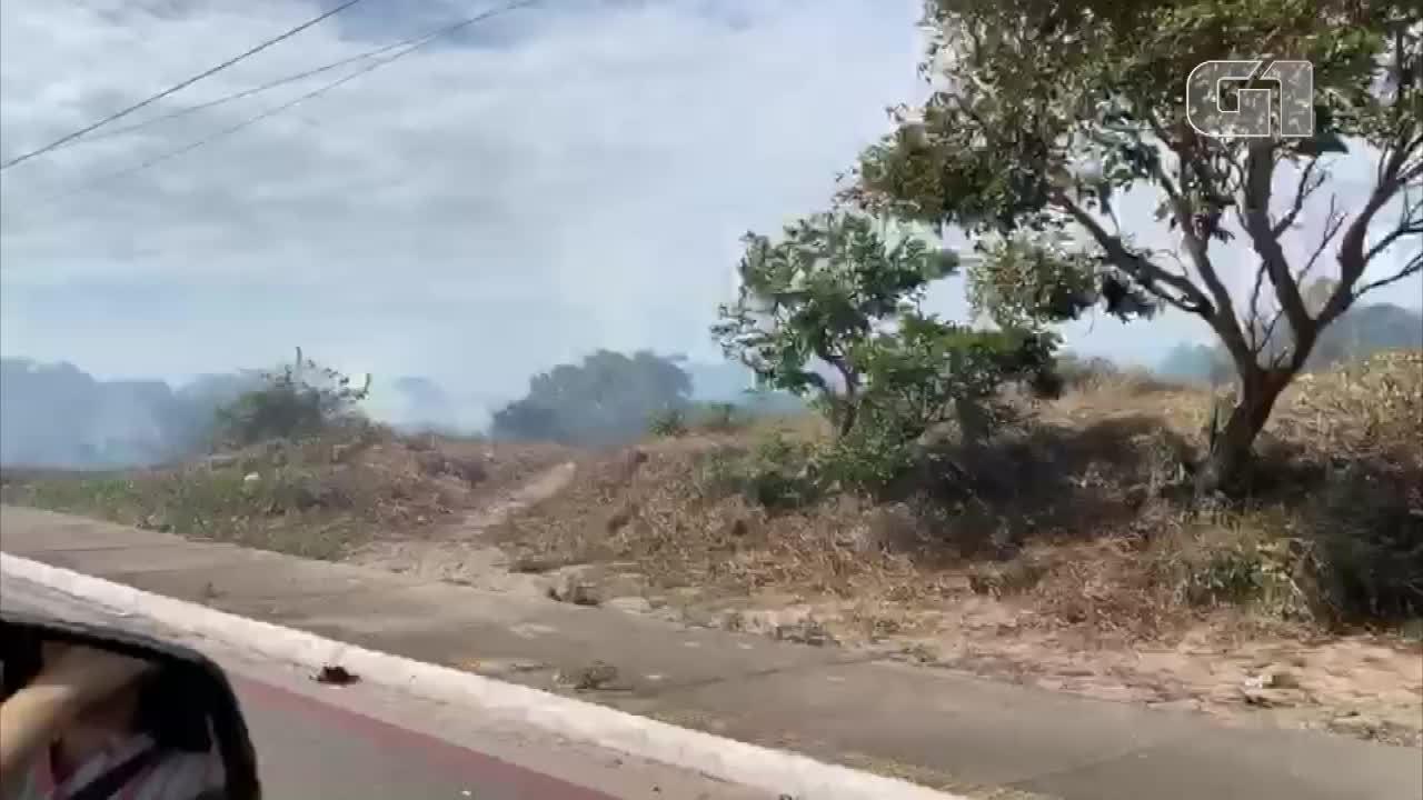 Incêndio atinge mangue próximo à Ponte Newton Navarro em Natal