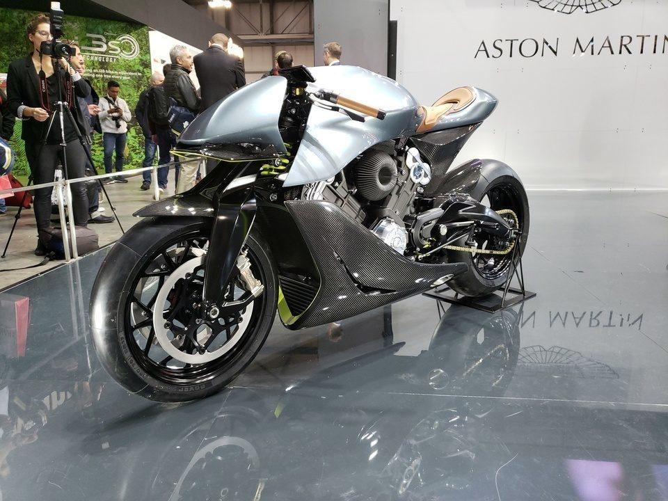 Aston Martin lança sua primeira moto por 108 mil euros