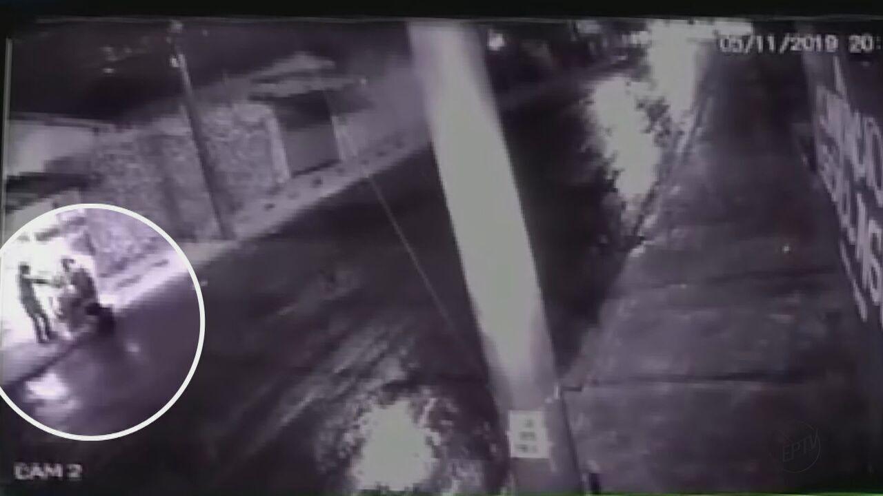 Policial rodoviário de Rio Claro é baleado por dois homens ao chegar em casa de moto